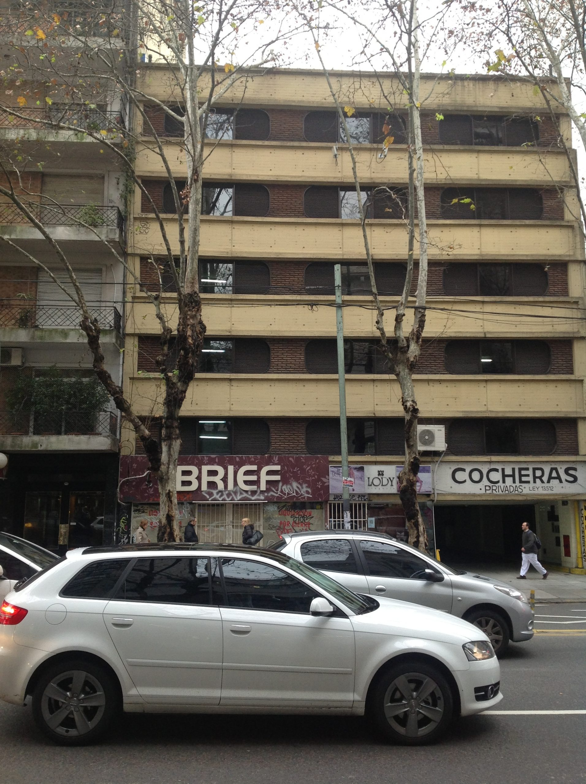 Alquiler Cochera Av. Santa Fe al 2800 – Barrio Norte